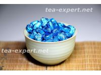 生普洱茶膏(100克) 包装形式:蓝色的铝箔,以心脏的形状 Смола шэна с жасмином